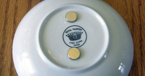 Hun limte fast to magneter under tallerkenen. Grunnen? Dette er jo bare genialt!