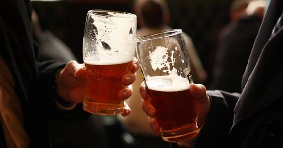 To fulle nordlendinger møtes på en pub. Det som skjer? Jeg ler så tårene triller!