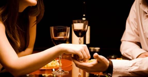 Hva du absolutt IKKE skal si til jenta du er på middag med. Denne gutten får sagt det!