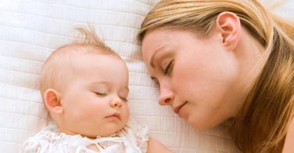 Ny forskning viser at barn burde sove med sine foreldre til de er 3 år!
