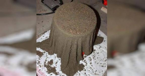 Hun dypper håndkleet i betong. Merkelig? Bare VENT til du ser det endelige resultatet!