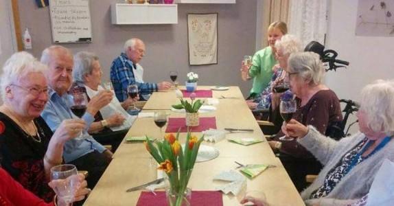 Dette er aldershjemmet hvor de eldre får 3-retters og vin til lunsj.