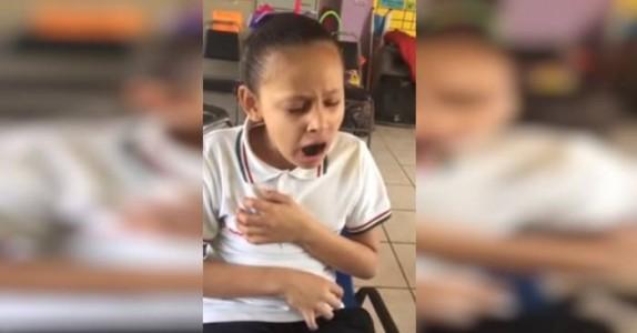 Den funksjonshemmede jenta sitter alene i friminuttet. Det læreren filmer gir meg frysninger!