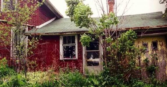 Fotografen fant et forlatt hus i skogen. Men når hun åpner døren får hun sitt livs sjokk!