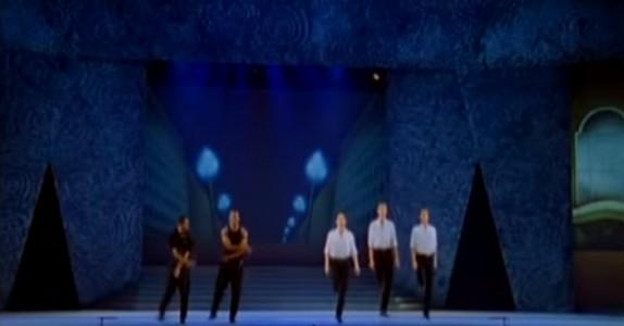 2 steppere fortryller publikum, men når tre irske dansere blir med på dansen? Helt utrolig!