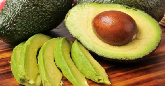 Så enkelt får du en avokado til å modne på bare 10 minutter. Dette trikset er genialt!