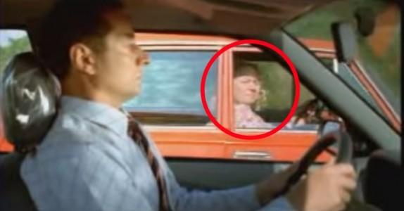 Har du fått din daglige dose latter? Se denne gamle damen erte den andre føreren. Jeg ler så tårene triller!
