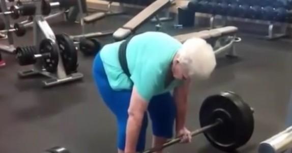 For 3 år siden kunne den 78 år gamle damen så vidt gå opp trapper. SE hvor mye hun løfter i vekter nå!