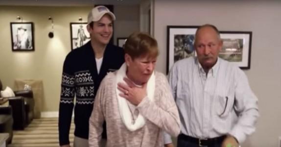 Ashton Kutcher ber sin mor komme ned. Det hun får se? Finn frem lommetørklet!