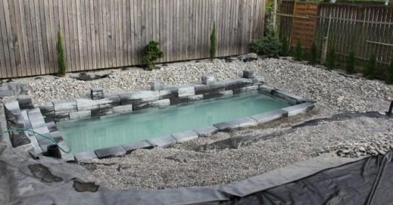 Det ser ut som ett vanlig basseng, men se når vannet renner over kanten. Lekkert!