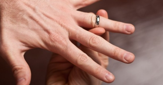 Dette sykehustrikset for å fjerne ringen på fingeren er GENIALT!
