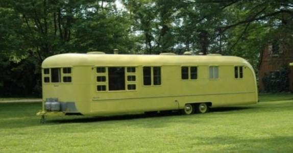 I 1953 kjøper noen denne campingvognen. Hva de finner inne i den 60 år senere er utrolig!