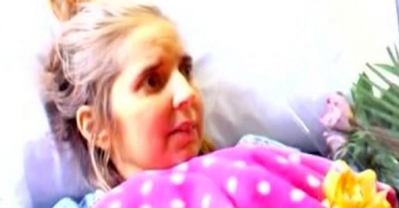 Mammaen ligger for døden i sykesengen. Da ser hun hvem som kommer inn døren… Utrolig!