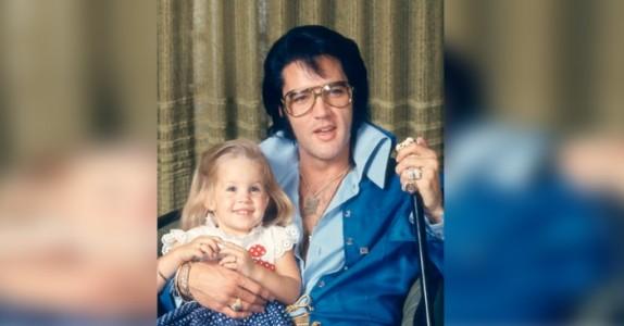 Den gripende duetten med Elvis Presley og hans datter rører oss til tårer. Fantastisk!