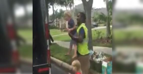 Moren så søppelmannen gjøre DETTE med ungene sine. Nå spres bildene i rekordfart på nett!
