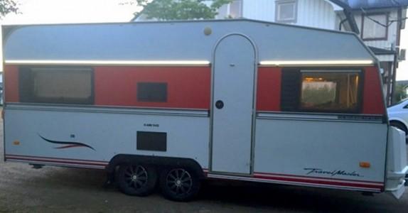 Han bestemte seg for å pusse opp sin gamle campingvogn. Når jeg ser innsiden? Wow, for en forandring!