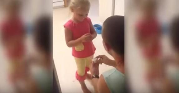 Han skal gifte seg med moren hennes. Men det han spør denne lille jenta om? NUSSELIG!