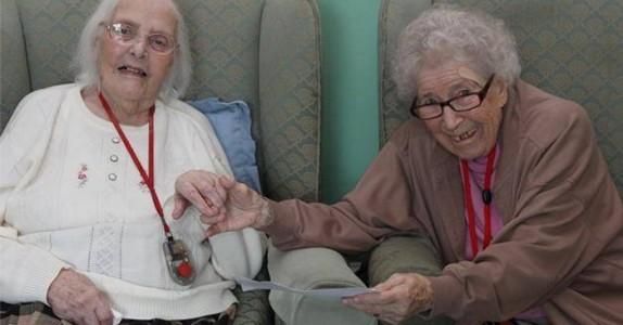 Bestevennene hadde ikke sett hverandre på 80 år. Nå er de gjenforent på gamlehjemmet!