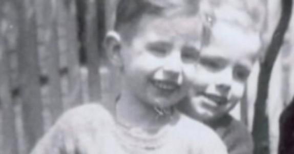 Søsknene skilles fra hverandre og mister kontakten. 65 år senere avslører den 7 år gamle nabogutten DETTE!
