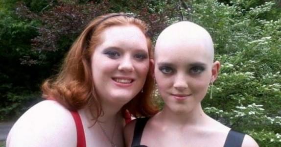En nydelig tenåring dør. Da poster tvillingsøsteren DETTE på internett!