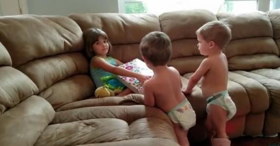 Denne jenta har 5 brødre. Når hun finner ut at hun ENDELIG skal få en søster, er reaksjonen hennes helt utrolig!