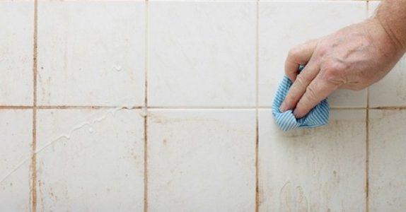 Jeg har alltid hatet å rengjøre dusjen. Men DETTE trikset er så enkelt at det nesten blir morsomt!