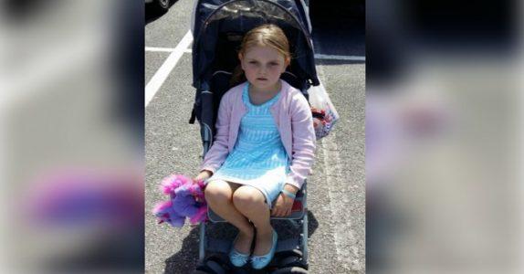 De ser rart på jenta når hun sitter i barnevognen – nå svarer mammaen!