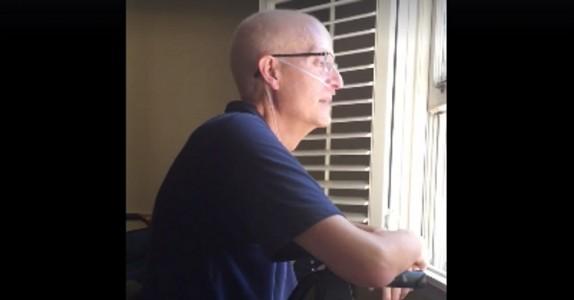 Kreftrammet lærer er syk og utmattet hjemme: når han ser ut vinduet kan han ikke holde tårene tilbake!