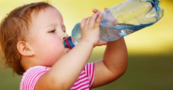 Drikker DU nok vann? 10 tegn på at du MÅ drikke mer vann!