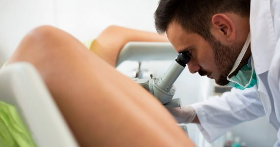 Kvinne stresser til gynekologen. Det han finner? Jeg ler så tårene triller!