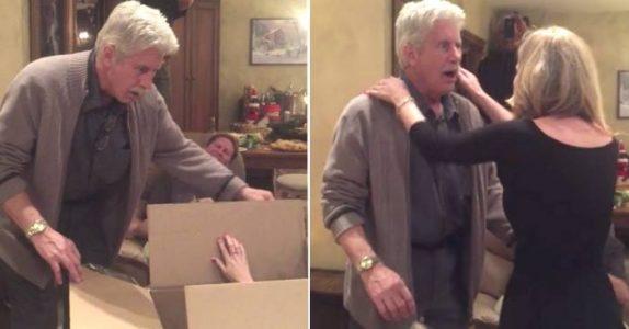 Han åpner den gigantiske julegaven. Men når han ser HVA det er, klarer han ikke holde tårene tilbake!