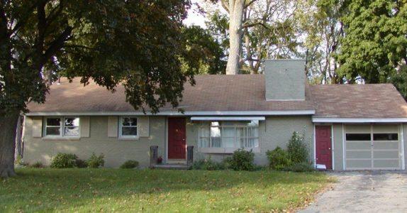 Dette huset ser helt normalt ut. Men du kommer til å bli SJOKKERT når du åpner døren!