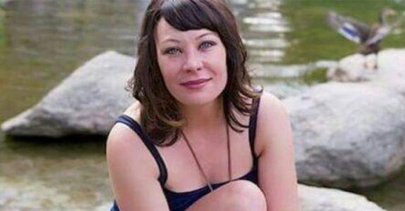 Ektemannen hennes dør plutselig. 6 år senere finner hun en hjemløs mann i skogen og innser det UTENKELIGE!