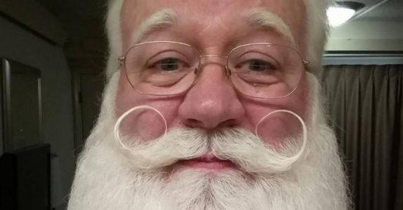 Julenisse-skuespilleren møter en døende 5-åring. Hva han hvisker i høret får ham til å gråte i 3 dager.