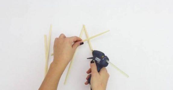 Julestjerne av spisepinner? Lag denne fine stjerna med 3 ENKLE trinn!