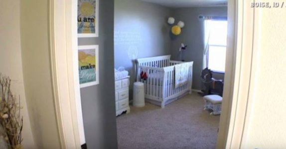 Babyen deres dør under fødselen. 10 måneder senere knipser fotografen deres et bilde du bare MÅ se!