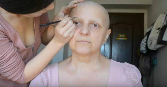 Hun gir sin kreftsyke mamma en make-over. Se den UTROLIGE forvandlingen!