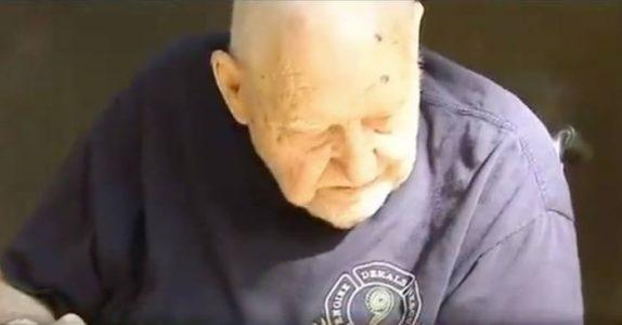 En eldre mann ringer etter hjelp. Når hjelpen ankommer, avsløres hemmeligheten hans!