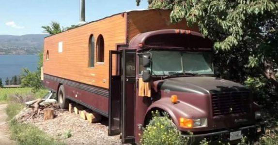 Denne mannen kjøpte en gammel skolebuss. Men det han gjorde med den? VENT til du ser innsiden!