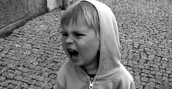 Ikke overse DISSE 7 små atferdsproblemene hos barna dine. Det kan bli veldig problematisk!