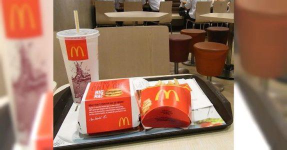 Eksen er fæl mot alenemoren foran sønnen på McDonalds. Da bestemmer den fremmede seg for å gripe inn!