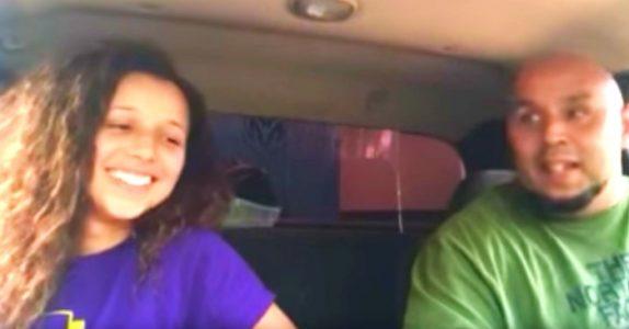 Jenta setter opp kamera i bilen og det er helt stille. Men når musikken begynner å spille forandres ALT!