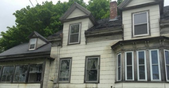 I flere tiår sto besteforeldrenes hus urørt. Men når barnebarnet omsider gikk inn, fant han DETTE!