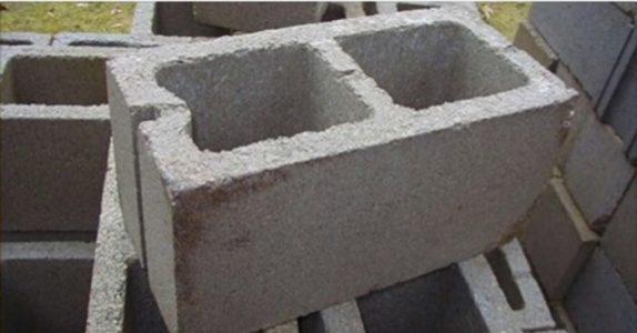 Mannen kjøper en betongblokk, og gjør noe jeg ALDRI har tenkt på. Men en titt, og jeg er solgt!