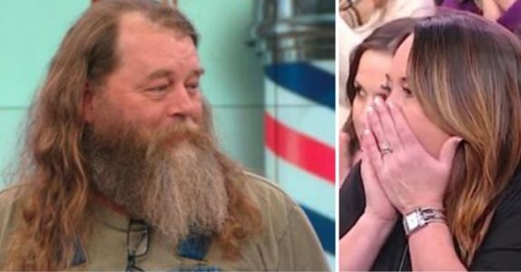 Denne mannen har ikke barbert seg på 20 år. Se hvordan kona reagerer når han får et nytt utseende!