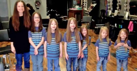6 brødre blir ertet på skolen for sitt lange hår. Men SE når de svarer mobberne med sine nye frisyrer!