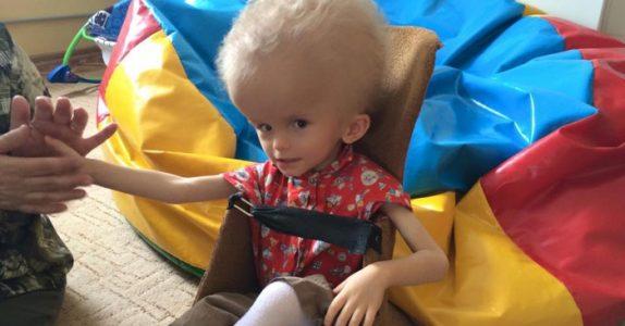 Mammaen dumpet babyet på grunn av hodet hans. 4 år senere banker det på døren til barnehjemmet!