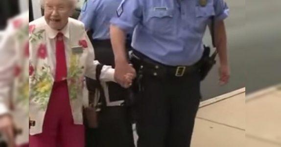 102-åringen blir påsatt håndjern og eskortert til politibilen. Grunnen vil garantert overraske deg!