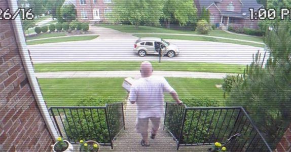 Tyven stjeler alltid pakkene fra trappa. Men SE når det skjulte kameraet fanger huseierens hevn!