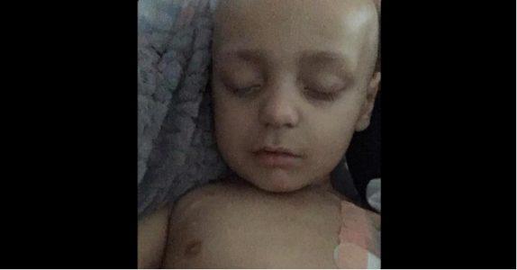 Han ligger i sengen og lukker de uskyldige øynene sine. Etter en 6 år lang kamp, ender guttens liv tragisk!